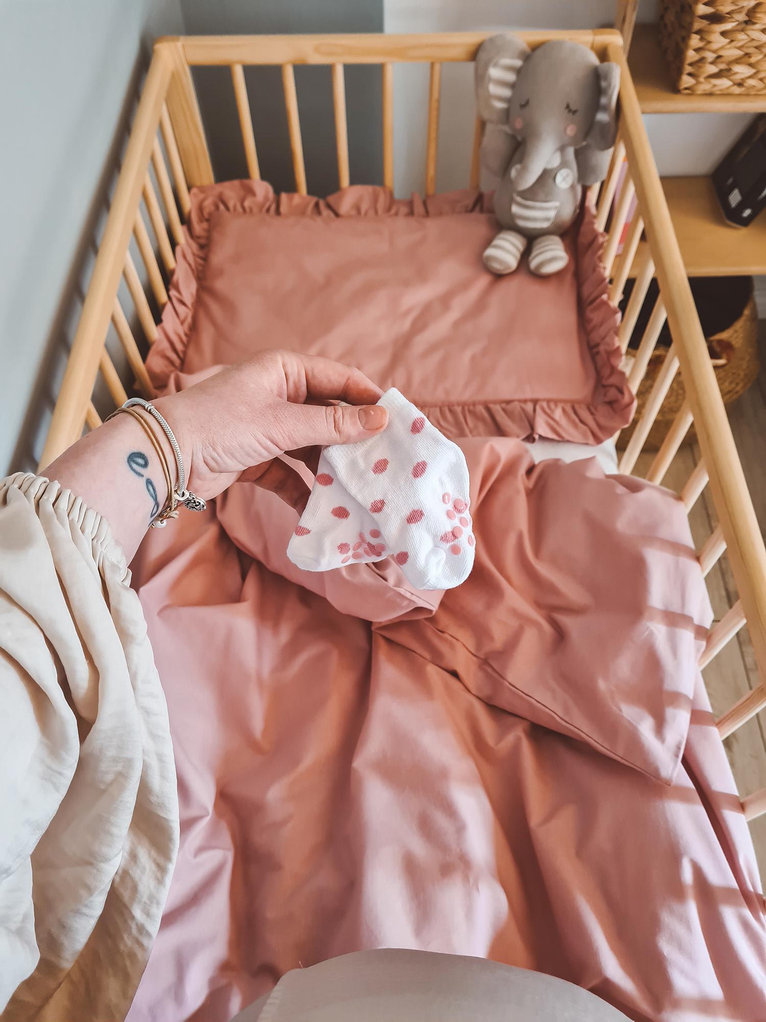 posciel dla niemowlat rozowa z falbanka